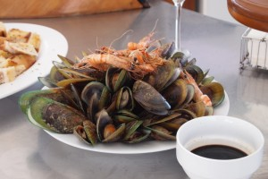 New Zealand green lip mussels and tiger prawns on the Bay of Islands.