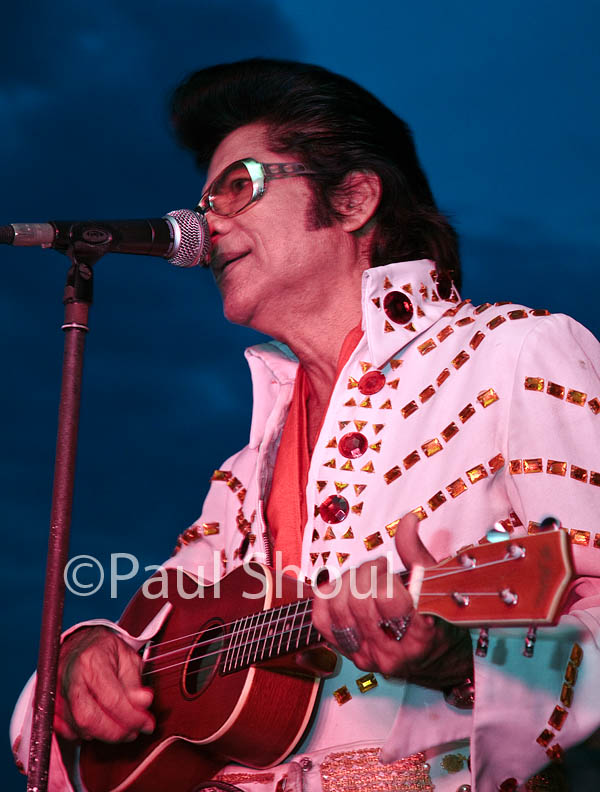 Elvis impersonatot at La Grand Pearl resturaunt Bangkok Thailand