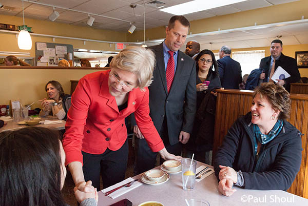 Senator Elizabeth Warren and Northampton mayor David Narkewicz at the Bluebonnet diner in Nhampton,MA.