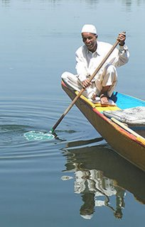 Kashmir Boatman – photo by David Rich
