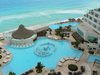 At an all-inclusive, like this one in Cancun, you never have to worry about bringing your wallet to dinner.